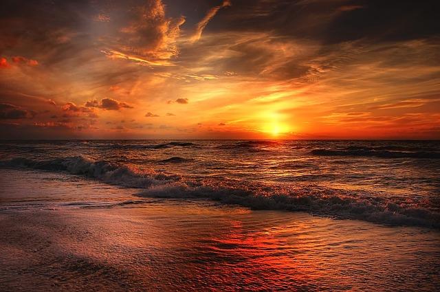 夕暮れの砂浜